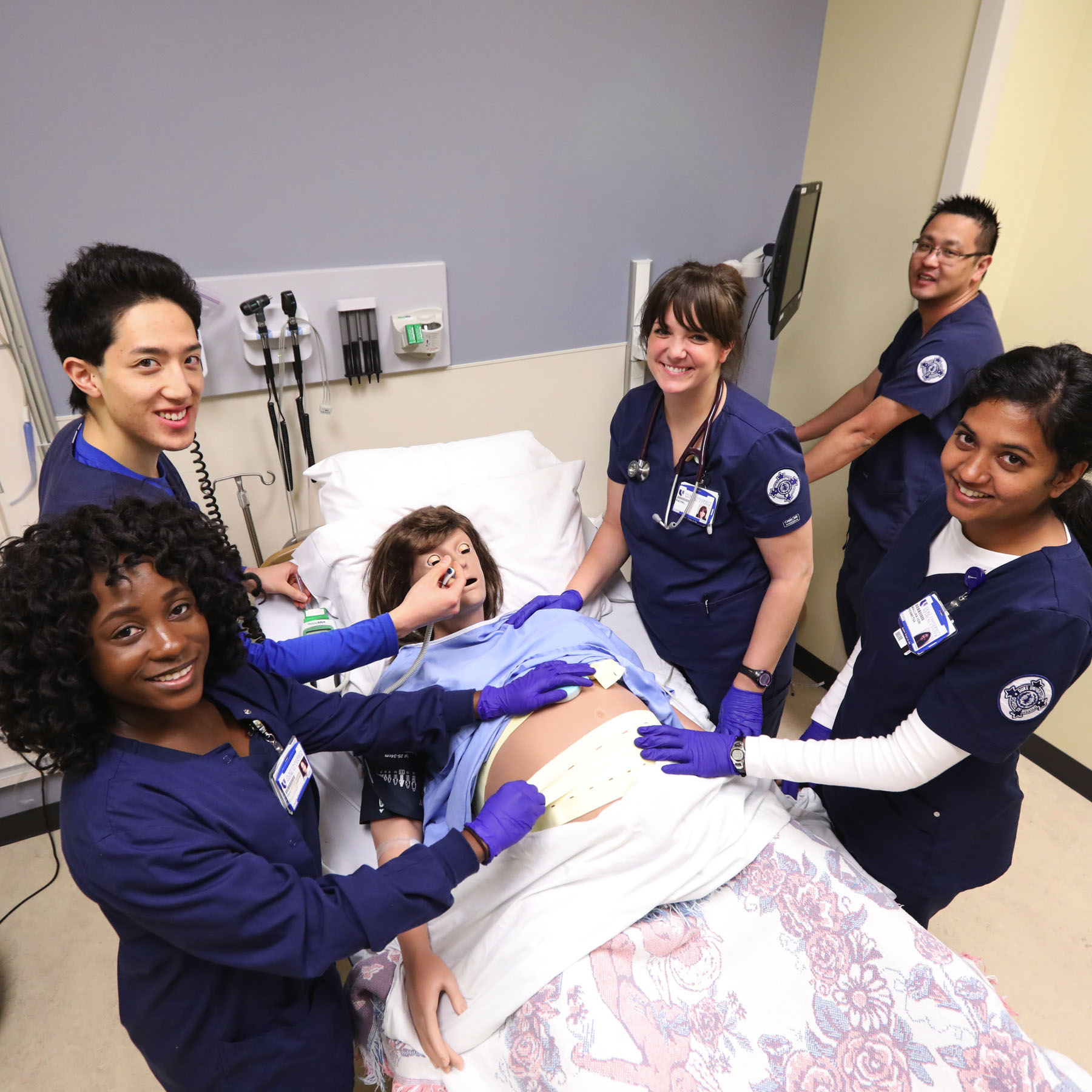 ABSN Nursing Students in Simulation